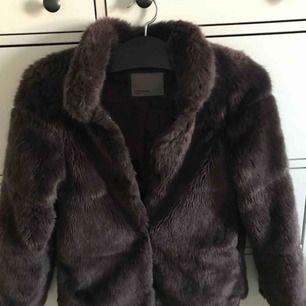 Mörklila pälsjacka från vero moda Fint skick