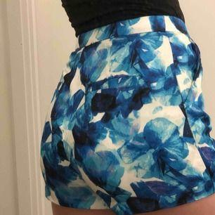 Shorts från Angelica Blick by bikbok. I mycket bra skick utan några större defekter eller liknande. Passar en XS/S. Köparen står för frakten ✨