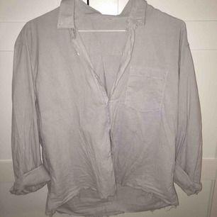 Ljusblå/vit randig skjorta