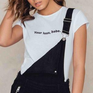 Säljer denna t-shirt från na-kd, så gott som oanvänd. Säljes för 80kr inkl frakt!
