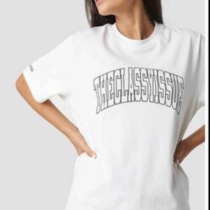 Theclassyissue T-shirt från nakd. Som ny. Nypris 349kr