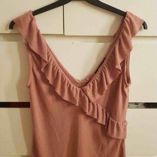 Säljer den fina tröjan. Använt endast 1 gång så den är i ny skick. Något du undrar så fråga. Frakt tillkommer på 39 kr☺️