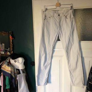 Super snygga Levis manchesterbyxor i vitt/beige/grå 😅 jätte sköna!!