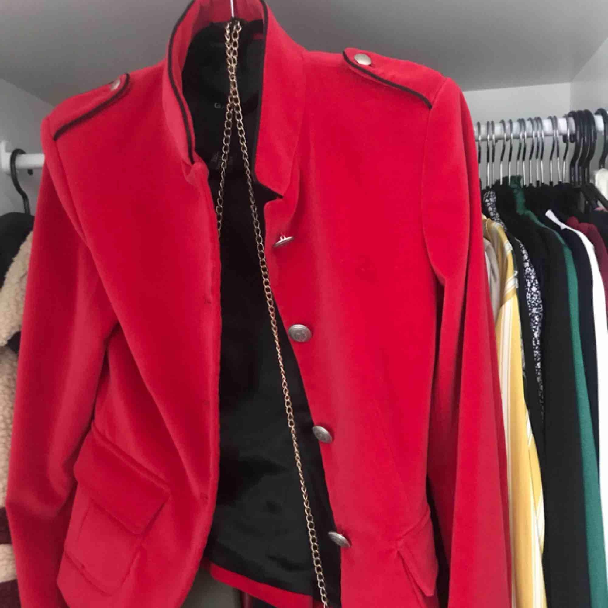 Inklusive frakt. Gant jacka i sammets-tyg och silkigt innertyg.. Jackor.