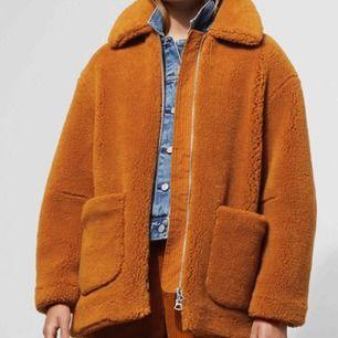 Asball teddy borg jacket från Weekday, använd fåtal gånger, nypris: 1000kr