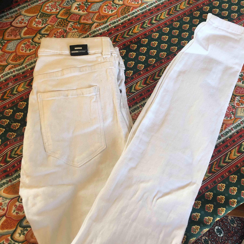 Vita dr denim stretchiga tajta jeans. Snyggt till lite ljusare tider . Jeans & Byxor.