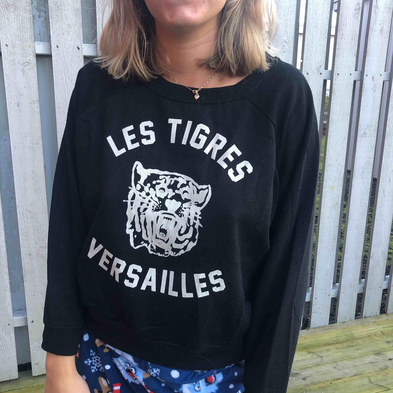 Snygg tröja från topshop. Huvtröjor & Träningströjor.