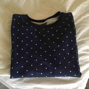 Super skön tröja! Gullig med prickar <333