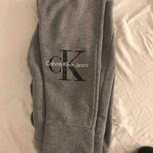 Weiche Hose von Calvin Klein, ein paar Mal verwenden, neuer Preis 1000 Kr
