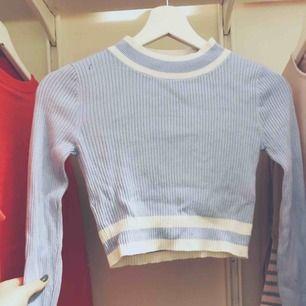 Hallo! Mit dem Verkauf dieses Hemdes von hm ist es in gutem Zustand und wird kaum benutzt. Wenn Sie sich etwas fragen, stellen Sie einfach Fragen. Versand: 30 Kr
