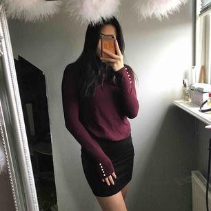 Söt tröja från chiqelle med pärlor på ärmen! Sitter fint och skönt💓 säljer pga att de inte är min stil:/