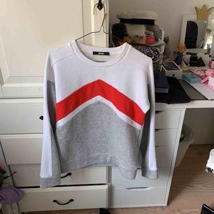 Sweatshirt från bikbok aldrig använd så nyskick