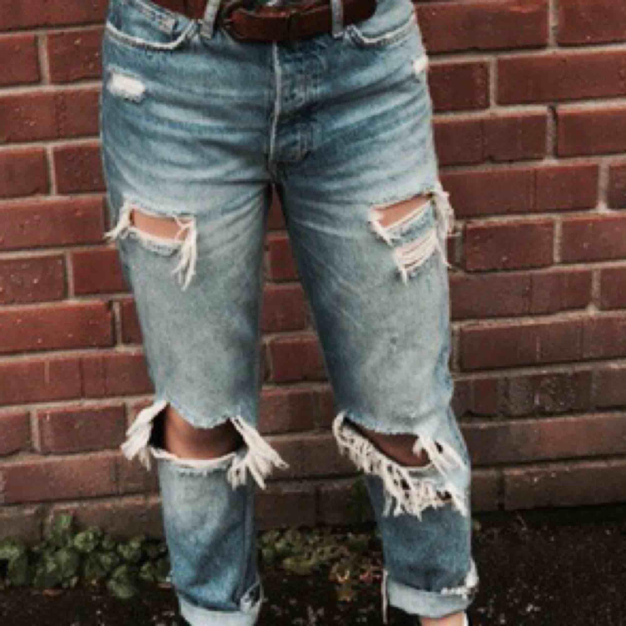 """Säljer ett av mina favorit par med byxor då dom är lite för """"vågade"""" för min självkänsla ): . Nypris 600kr. 300kr + frakt. Byxorna har inga skador och kommer från ett rök och djurfritt hem. Bättre  bilder kan fixas!. Jeans & Byxor."""