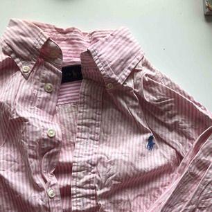 Jättefin (ostruken) Ralph skjorta. Använd ett fåtal gånger.