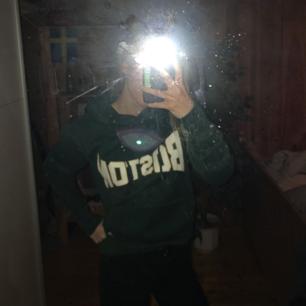 En ny aldrig använd grön hoodie med texten