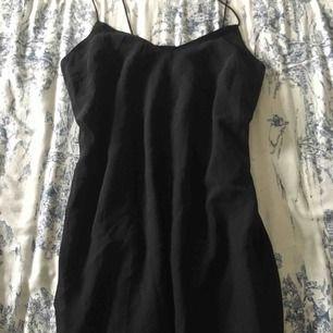 Fin svart klänning. Säljes för 80kr inkl frakt, kan även mötas upp i gbg.