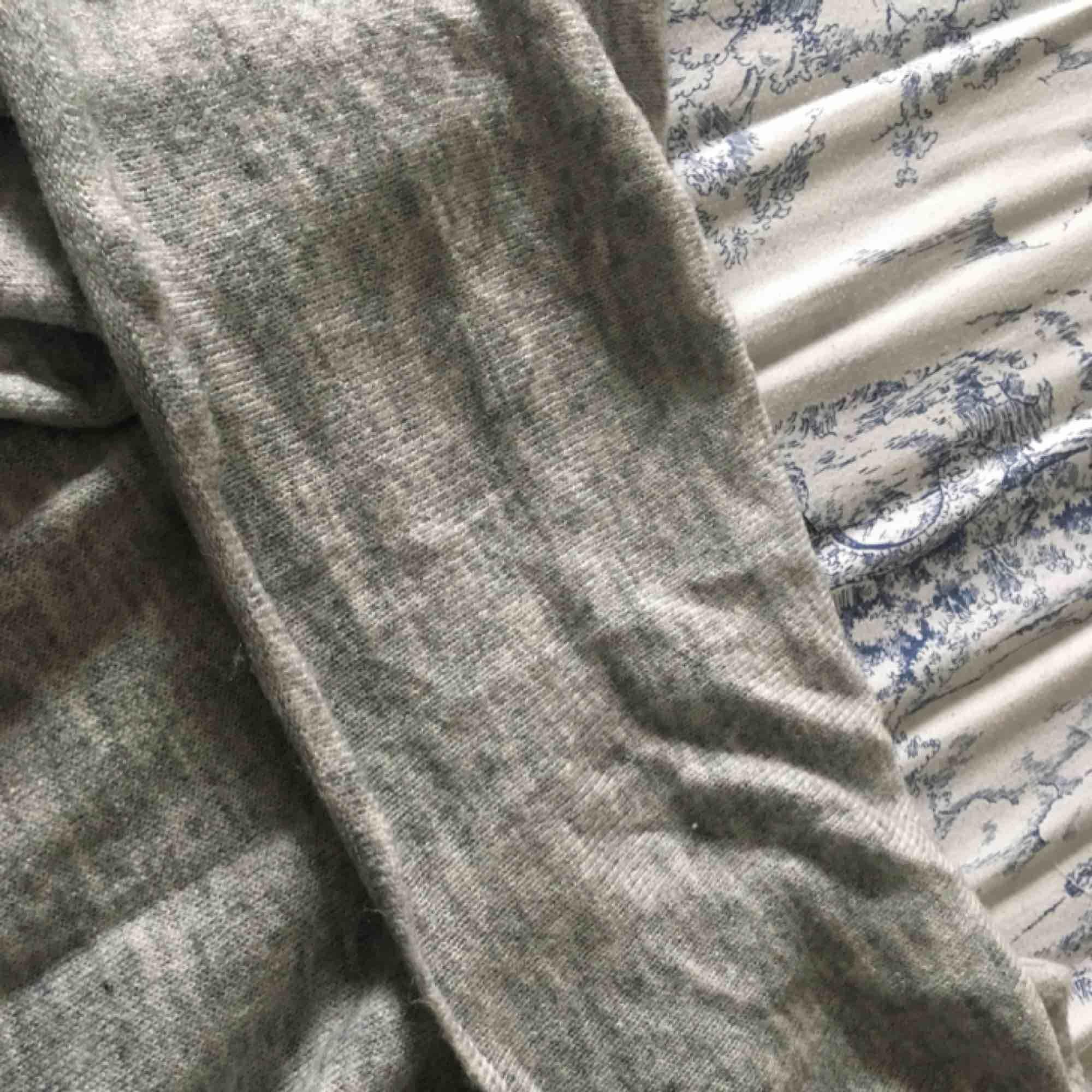 Stickad tröja från h&m. Säljes för 80kr inkl frakt. Kan även mötas upp i gbg.. Stickat.