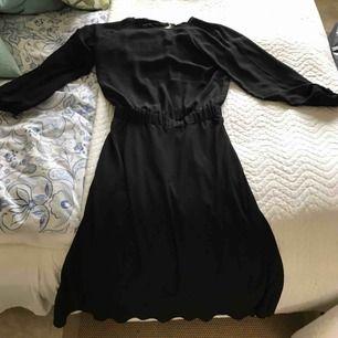 Fin klänning från Carin Wester, nypris 600. Använd endast ett par timmar under en kväll och säljes då den inte kommer till användning hos mig tyvärr. Nyskick! Inkl. Frakt