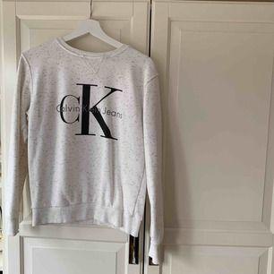 Oanvänd Calvin Klein liknande tröja!