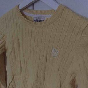 Ribbad tröja från Kappahl / Hampton Republic. Aldrig använd. Skulle säga att det är en storlek XS. Köpt för 200 kr :). Budget Ralph Lauren tröja.