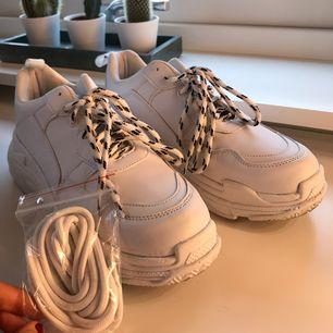 Super coola fräscha chunky sneakers, köpta på Nelly. Endast använda 1 gg.  Frakt tillkommer, annars möts jag upp i stockholm.