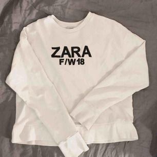 Fin, fräsh tröja från Zara. Knappt använd så toppen skick!