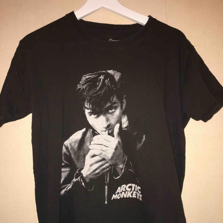 Arctic Monkeys tröja, vet inte vart den är köpt tyvärr. T-shirts.