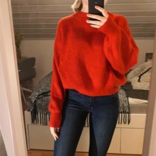 Röd stickad tröja, oversize modell. Fri frakt.