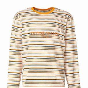 Äkta Guess x A$AP Rocky tröja, jätte fin i 10/10 skick! Den är unisex, möts helst i Stockholm men kan  även frakta. 💖