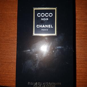 Coco chanel body lotion, kun åbnet for at lugte det ikke brugt. Det er ægte, ingen kopi. Fås i forårssted (huddinge) Flasken er 200 ml