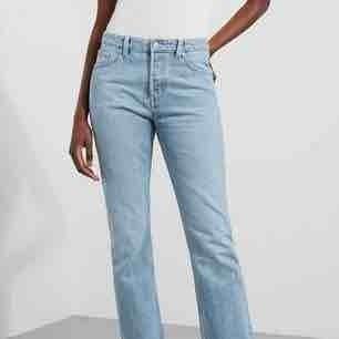 Jeans från weekday i modellen line. Har lagt in en bild från weekdays hemsida hur de ser ut på men skulle säga att de är högmidjade på mig. Har bara använt ett par ggr