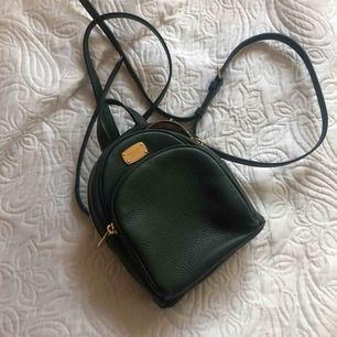 Liten ryggsäck från michael kors, äkta och köpt i USA.