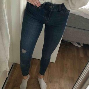 Snygga denim jeans från vero Moda, strl XS. Använda max 3 gånger.  Nypris 299kr Frakt: 59kr