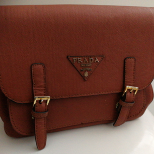 Säljer denna väska, a kopia, använd fåtal gånger och är i fint skick.