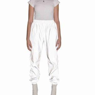 Samma byxor som jag säljer redan fast nu med bättre bilder. Vill du veta mer om dom så gå till. min första annons med dom där jag beskrivet dom.
