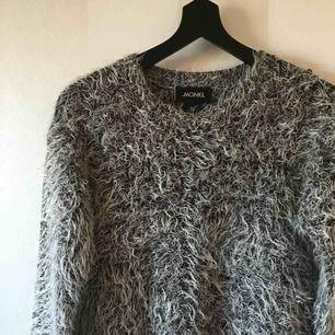 Super cooler Pullover von Monki   Sparsam verwendet   100 Kr inklusive Versand!