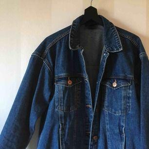 Jeansjacka från Monki | Sparsamt använd | Frakt tillkommer på 79kr