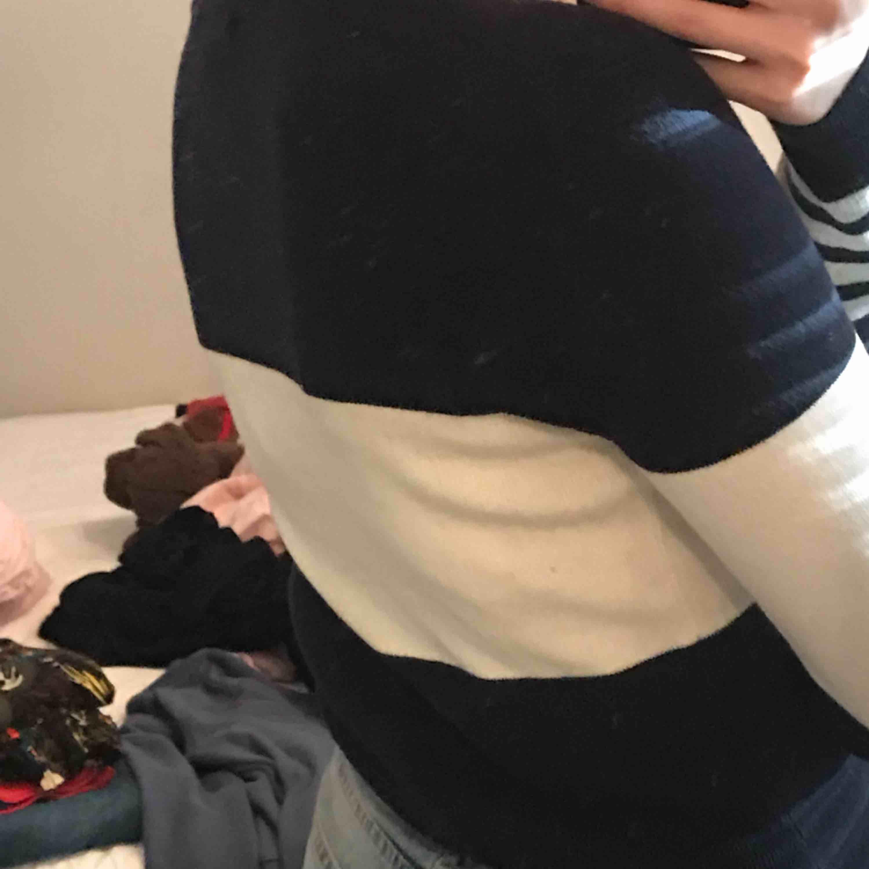 Superskön tröja från Hilfiger, även väldigt fin och simpel. Tröjor & Koftor.