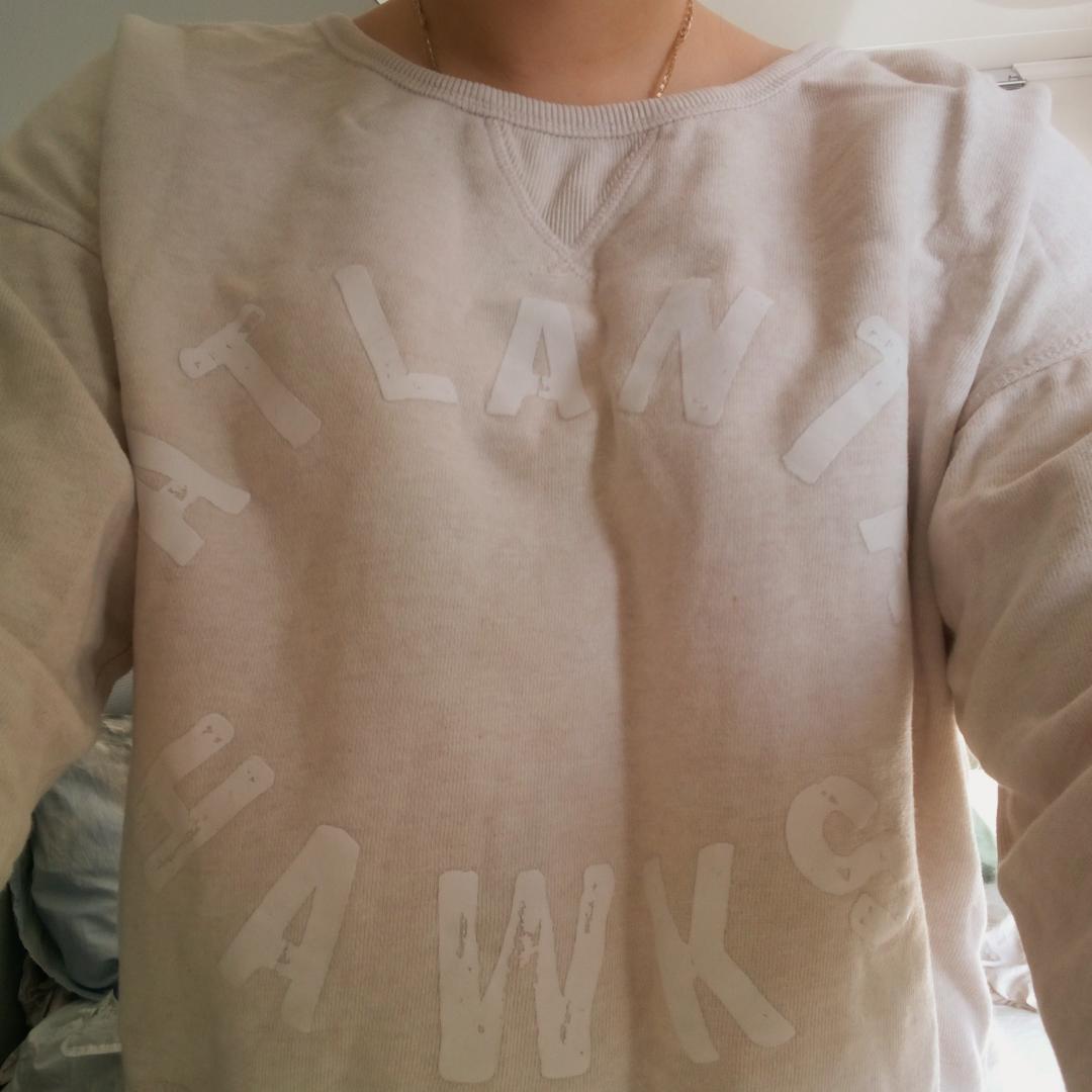 Ljusrosa sweatshirt från H&M, bra skick och endast använd ett fåtal gånger. Köparen står för frakt 💜. Huvtröjor & Träningströjor.
