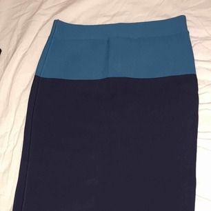 Helt oanvänd kjol från BCBGMAXAZRIA , sjukt snygg men för liten för mig redan när jag köpte den. Butikspris: 2200kr