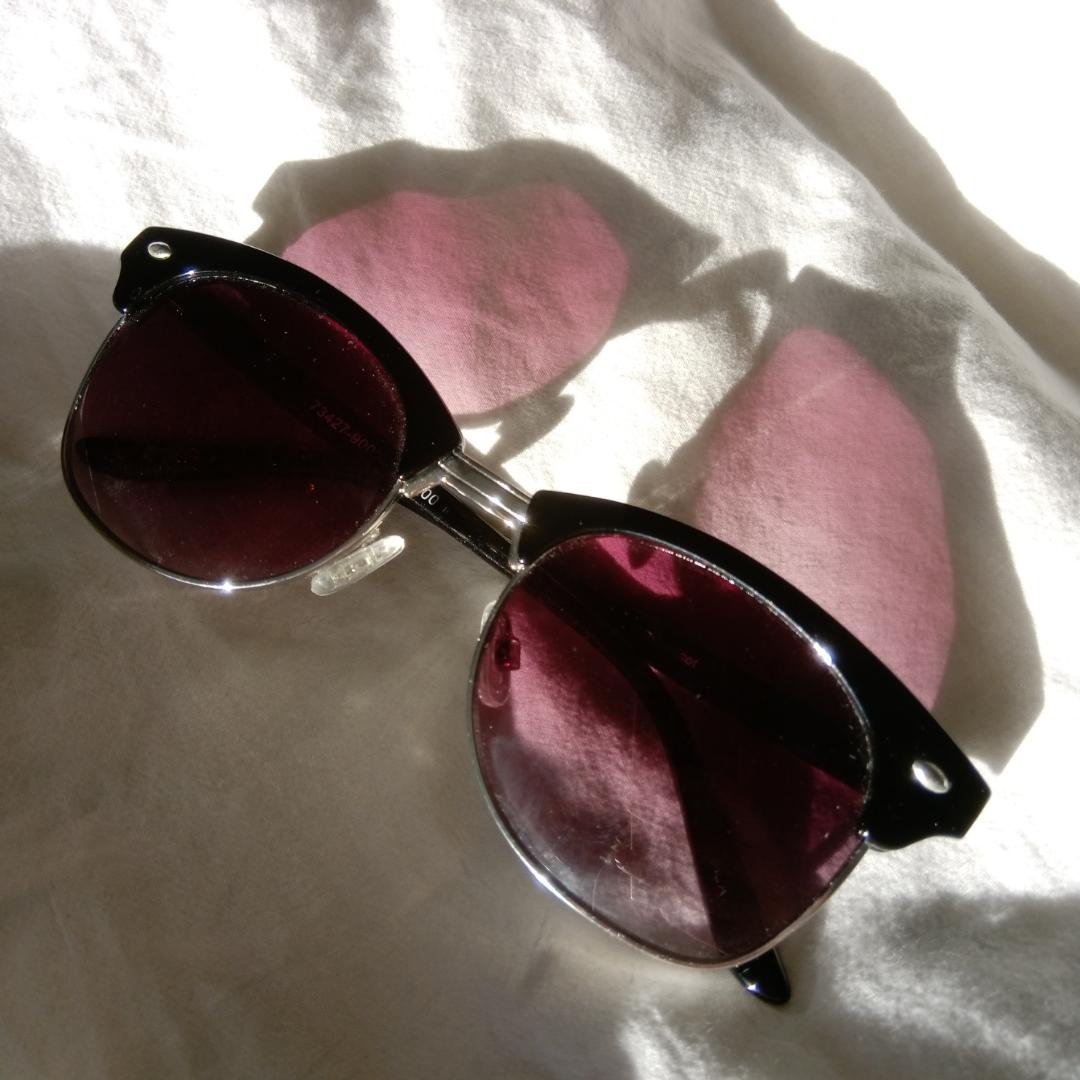 Fina solglasögon i mycket bra skick. Uv-skydd; UV400. Köparen står för frakt 💜. Accessoarer.