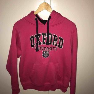 Mysig rosa hoodie. Använt ett fåtal gånger. Storlek M. 50 kr.