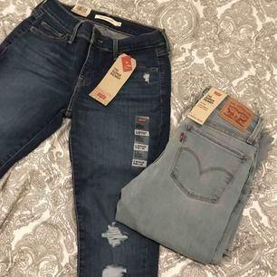 Säljer 2 st helt oanvända Levis jeans, lappar kvar. De passar mig som är 162 och har S. Midjemått liggandes på backen från sida t sida= 32cm,Innerbenslängd= cirka 71cm,Från gren till midja= 20cm,Modellen 710 super skinny i mid rise Nypris=1099kr