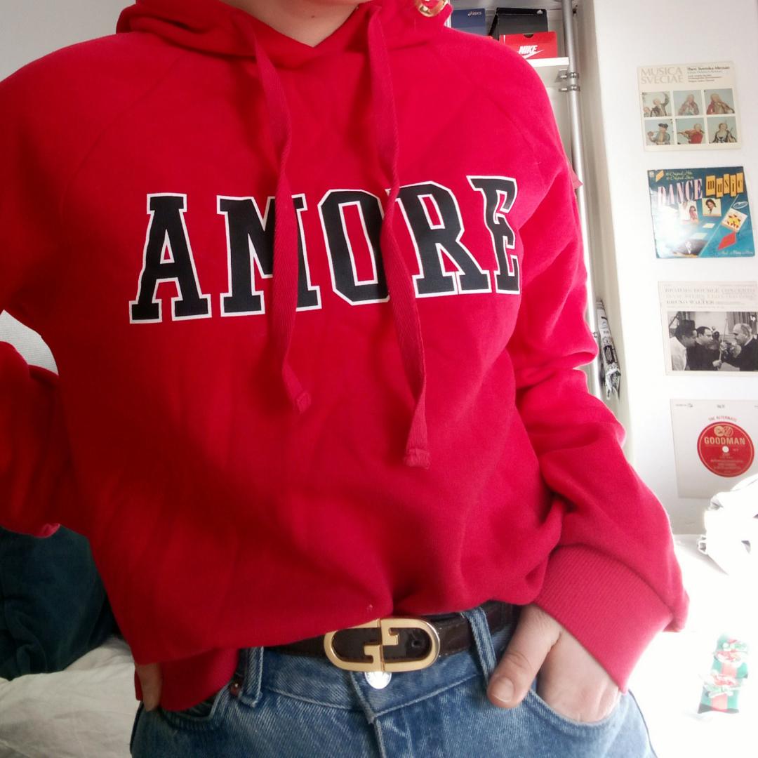 Knappt använd sweatshirt från Gina Tricot. Huvtröjor & Träningströjor.