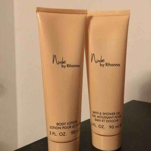 Bodylotion och showergel från Rihanna med doft av hennes parfym nude. Swipe för en beskrivning av doften. Body lotionen är endast använd 1 gång på händerna och showergelen några droppar.  60kr inklusive frakt för båda