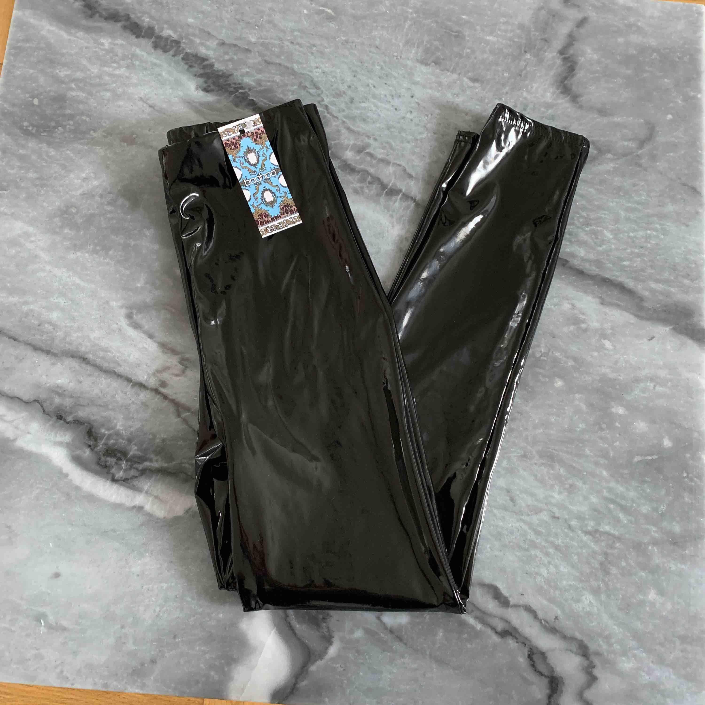 Helt ny med lappen kvar säljer pga lite för små för mig.. Jeans & Byxor.