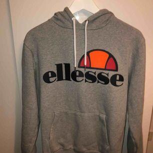 Helt ny fräsch Ellesse hoodie Storlek small 300kr + frakt (ingår ej)