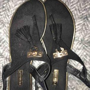 Sandaler från Primark. Säljes pga ej användning, köpare står för frakt.