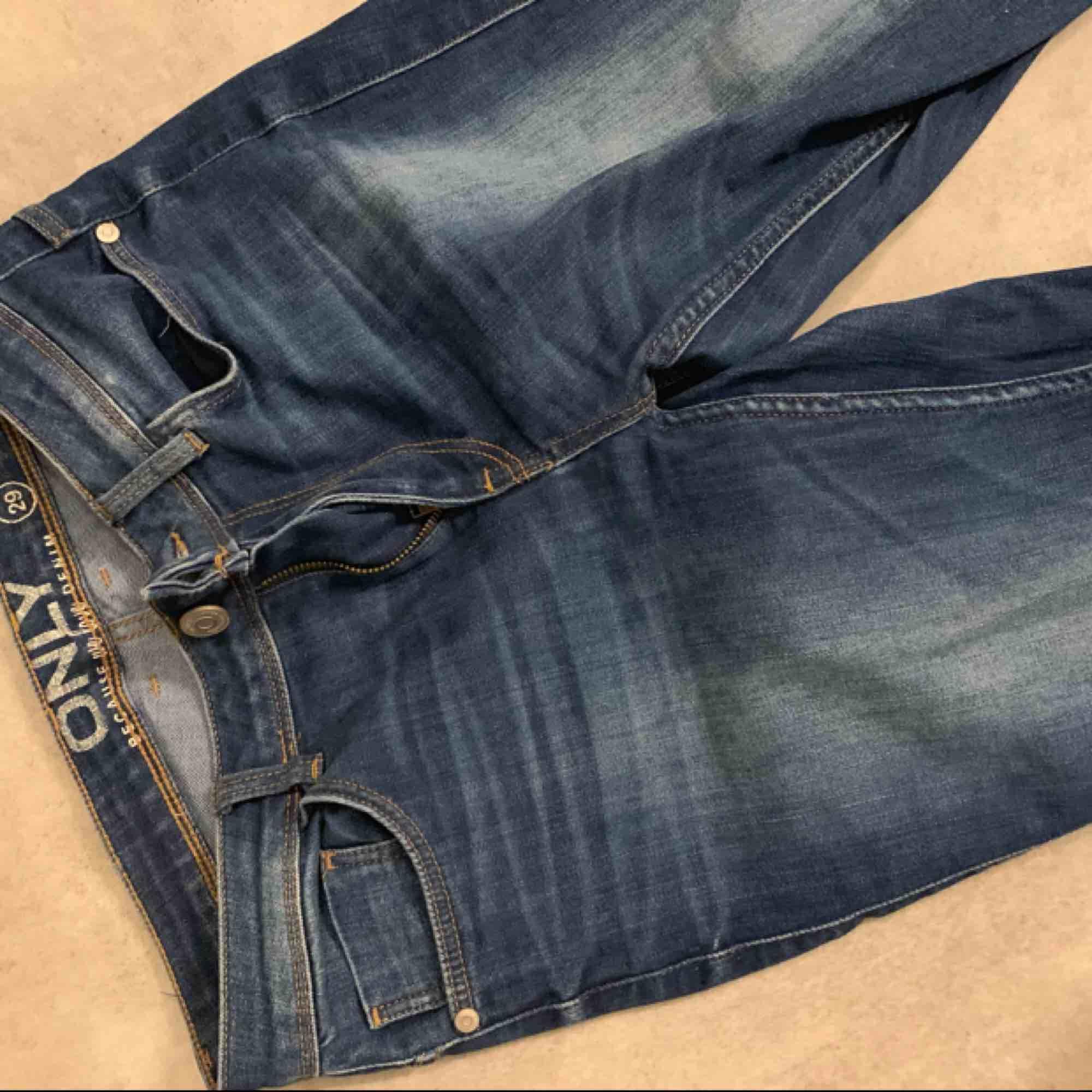Bootcut jeans ifrån only x denim. Köparen står för frakt!. Jeans & Byxor.