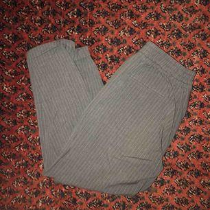 Kostymbyxor från Pull & Bear! Sköna och mjuka. Kan mötas upp i centrala Sthlm eller skickas mot frakt.
